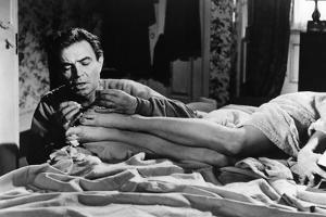 LOLITA, 1962 directed by STANLEY KUBRICK James Mason / Sue Lyon (b/w photo)
