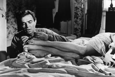 https://imgc.allpostersimages.com/img/posters/lolita-1962-directed-by-stanley-kubrick-james-mason-sue-lyon-b-w-photo_u-L-Q1C1CG00.jpg?artPerspective=n