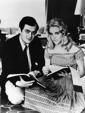 LOLITA, 1962 directed by STANLEY KUBRICK On the set with Sue Lyon (b/w photo)