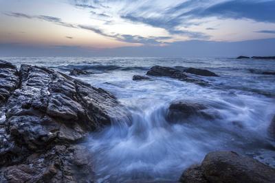 https://imgc.allpostersimages.com/img/posters/long-exposure-of-surf-and-rocks-at-sunrise-tangalle-sri-lanka-indian-ocean-asia_u-L-PQ8T8B0.jpg?p=0