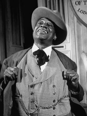 """Kingfish Tim Moore, Putting on the Charm in the TV Series """"Amos 'N' Andy"""" by Loomis Dean"""