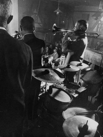 West Coast Jazz 'Kid' Ory Edward, Playing Jazz with a Band by Loomis Dean