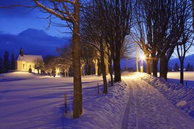 https://imgc.allpostersimages.com/img/posters/loretokapelle-close-sankt-maergen-in-winter-at-night-black-forest-baden-wurttemberg-germany_u-L-Q1EY3BR0.jpg?artPerspective=n