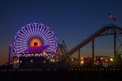 https://imgc.allpostersimages.com/img/posters/los-angeles-santa-monica-ferris-wheel-and-roller-coaster_u-L-PU3EK10.jpg?p=0