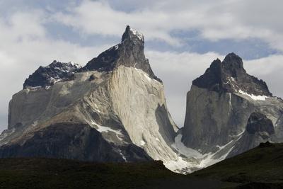 https://imgc.allpostersimages.com/img/posters/los-cuernos-del-paine-torres-del-paine-national-park-patagonia-chile-south-america_u-L-PQ8OHN0.jpg?p=0