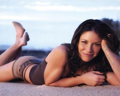 Lost (Kate Austen on Beach) Glossy TV Photo Photograph Print