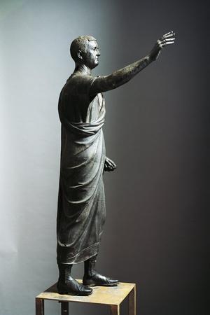 https://imgc.allpostersimages.com/img/posters/lost-wax-cast-bronze-statue-of-orator_u-L-PP9Y690.jpg?artPerspective=n