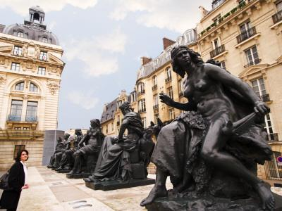 Statues Outside Musee D'Orsay