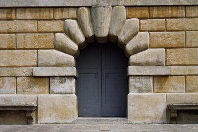 https://imgc.allpostersimages.com/img/posters/lower-entrance-of-villa-dei-vescovi-luvigliano-di-torreglia-veneto-italy-16th-century_u-L-PRLEZG0.jpg?p=0