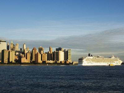 https://imgc.allpostersimages.com/img/posters/lower-manhattan-skyline-and-cruise-ship-across-the-hudson-river-new-york-city-new-york-usa_u-L-P1KAME0.jpg?p=0