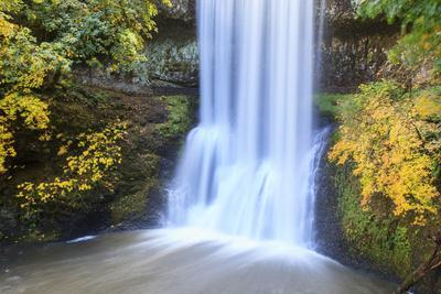 https://imgc.allpostersimages.com/img/posters/lower-south-falls-silver-falls-state-park-oregon-usa_u-L-PN6VUJ0.jpg?p=0