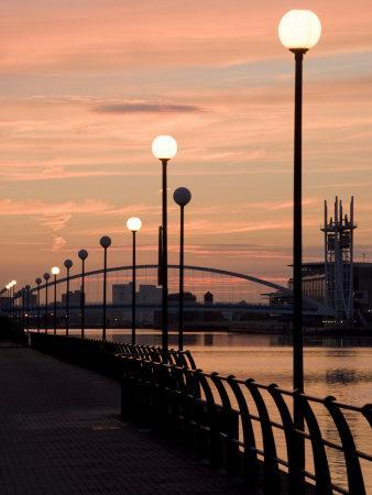 https://imgc.allpostersimages.com/img/posters/lowry-footbridge-and-canal-in-the-evening-salford-manchester-england-united-kingdom-europe_u-L-PXU8EH0.jpg?p=0