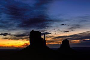 Shilouette of Monument Valley at Sunrise by lucky-photographer