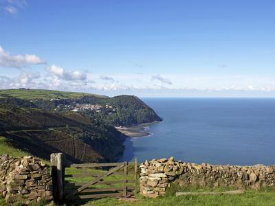 https://imgc.allpostersimages.com/img/posters/lynmouth-from-countisbury-exmoor-somerset-england-united-kingdom-europe_u-L-PFNIH50.jpg?p=0