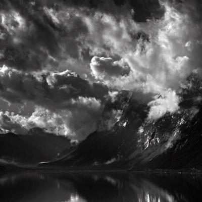 Ulsfjorden by Maciej Duczynski
