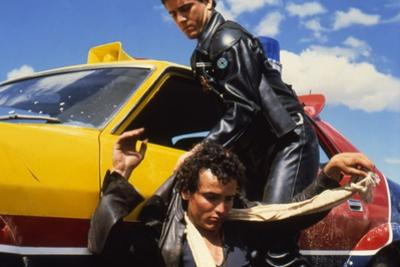 MAD MAX, 1979 directed by GEORGE MILLER Mel Gibson and Hugh Keays-Byrne (photo)