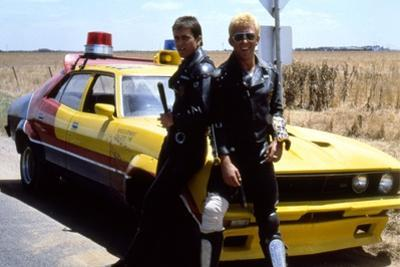 MAD MAX, 1979 directed by GEORGE MILLER Mel Gibson and Steve Bisley (photo)