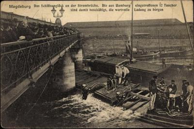 Magdeburg, Schiffsunglück an Der Strombrücke,Taucher
