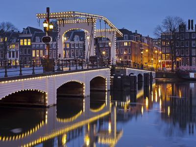 https://imgc.allpostersimages.com/img/posters/magere-brug-bridge-amstel-amsterdam-the-netherlands_u-L-Q11YXCJ0.jpg?p=0