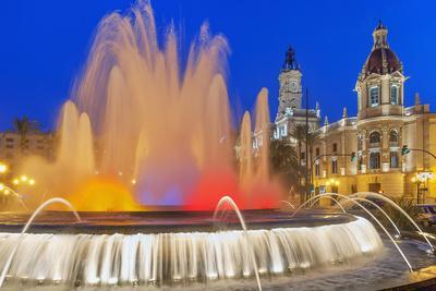 https://imgc.allpostersimages.com/img/posters/magic-fountain-valencia-comunidad-autonoma-de-valencia-spain_u-L-Q1GYXMV0.jpg?p=0