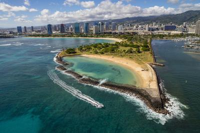 https://imgc.allpostersimages.com/img/posters/magic-island-ala-moana-beach-park-honolulu-oahu-hawaii_u-L-Q1D0Q410.jpg?p=0