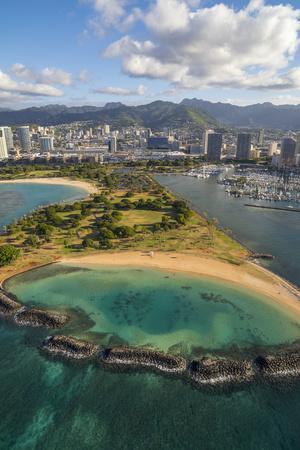 https://imgc.allpostersimages.com/img/posters/magic-island-ala-moana-beach-park-oahu-hawaii_u-L-Q1D0TAK0.jpg?p=0