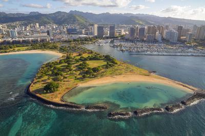 https://imgc.allpostersimages.com/img/posters/magic-island-ala-moana-beach-park-oahu-hawaii_u-L-Q1D0TD20.jpg?p=0