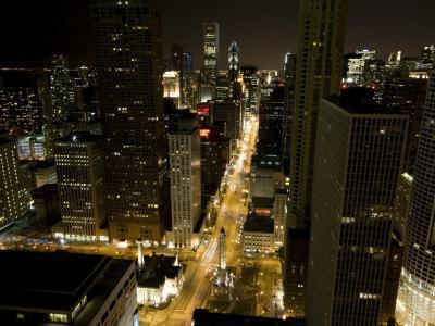 https://imgc.allpostersimages.com/img/posters/magnificent-mile-michigan-avenue-at-night-chicago-illinois_u-L-P91X3J0.jpg?p=0