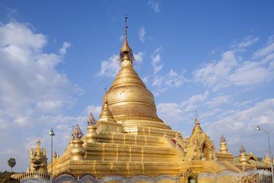 https://imgc.allpostersimages.com/img/posters/main-stupa-in-the-kuthodaw-paya-mandalay-myanmar-burma-southeast-asia_u-L-Q12SB560.jpg?p=0