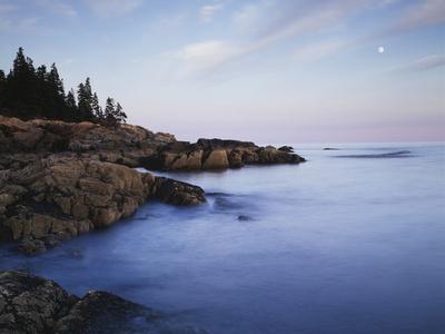 https://imgc.allpostersimages.com/img/posters/maine-acadia-national-park-moonset-over-the-atlantic-ocean-at-sunrise_u-L-PU3G420.jpg?p=0
