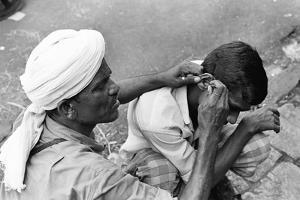 Man Ear Cleaner, Mohammed Ali Road, Mumbai, Maharashtra, India, 1976