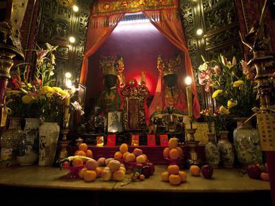https://imgc.allpostersimages.com/img/posters/man-mo-buddhist-temple-hong-kong-china_u-L-PHAQ1S0.jpg?p=0