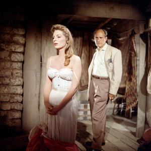 MAN OF THE WEST, 1958 directed by ANTHONY MANN On the set, Anthony Mann (director) and Julie London