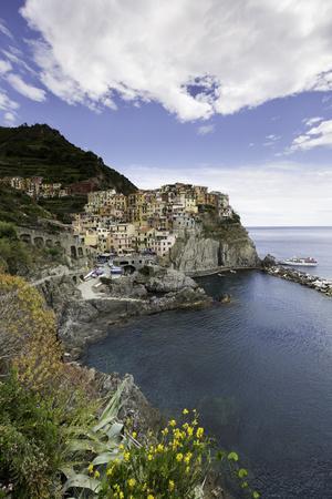 https://imgc.allpostersimages.com/img/posters/manarola-cinque-terre-unesco-world-heritage-site-liguria-italy-europe_u-L-PWFSPS0.jpg?p=0