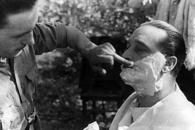 Maner Lualdi Getting a Shave