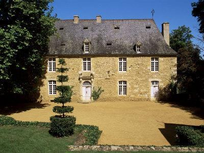 https://imgc.allpostersimages.com/img/posters/manor-house-from-the-17th-century-jardins-d-eyrignac-perigord-aquitaine-france_u-L-P1TW3Y0.jpg?p=0