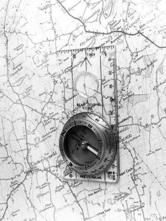 https://imgc.allpostersimages.com/img/posters/map-compass_u-L-Q1070710.jpg?artPerspective=n