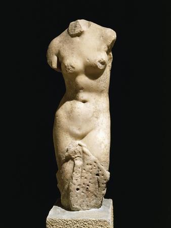 https://imgc.allpostersimages.com/img/posters/marble-statue-known-as-venus-of-capua_u-L-POPMZ10.jpg?p=0