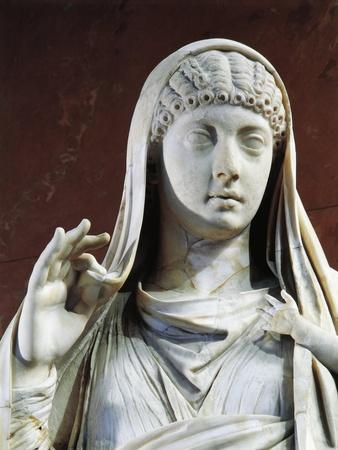 https://imgc.allpostersimages.com/img/posters/marble-statue-of-messalina-holding-britannicus-from-rome-surroundings-detail_u-L-POPHZX0.jpg?artPerspective=n