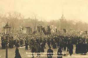 Marchers in St Petersburg, Russian Revolution, 1917