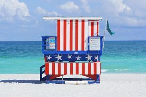Lifeguard Station, South Beach, Miami, Florida, Usa by Marco Simoni