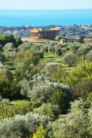 Temple of Concordia, Valley of the Temples, Agrigento, Sicily, Italy.