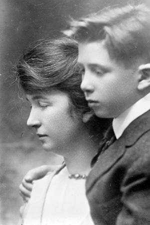 Margaret and her son Stuart, c.1919