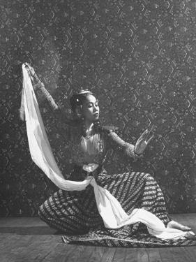 Balinese Dancer Devi Dja Performing by Marie Hansen