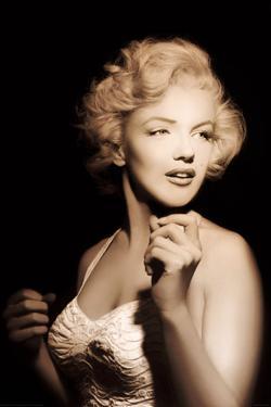 Marilyn Monroe- Quiet Moment In The Spotlight