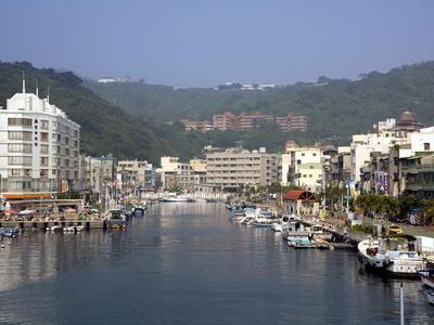 https://imgc.allpostersimages.com/img/posters/marina-and-harbour-kaohsiung-taiwan-asia_u-L-PFNL4J0.jpg?p=0