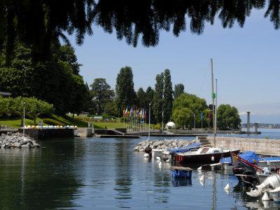 https://imgc.allpostersimages.com/img/posters/marina-quai-baron-de-blonay-evian-les-bains-lake-geneva-haute-savoie-france_u-L-P7X6OK0.jpg?p=0