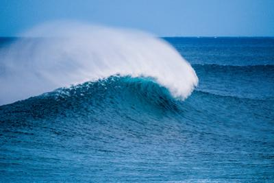 Peak-Offshore wind and breaking wave, Hawaii by Mark A Johnson