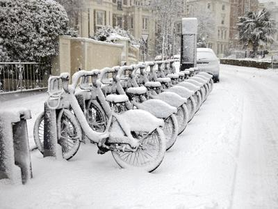 Rows of Hire Bikes in Snow, Notting Hill, London, England, United Kingdom, Europe