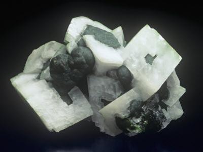 Mottramite with Calcite (White)